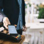 国はキャッシュレス決済を推進している?経済産業省の掲げるキャッシュレス・ビジョンとクレジットカードの動向について考察する!