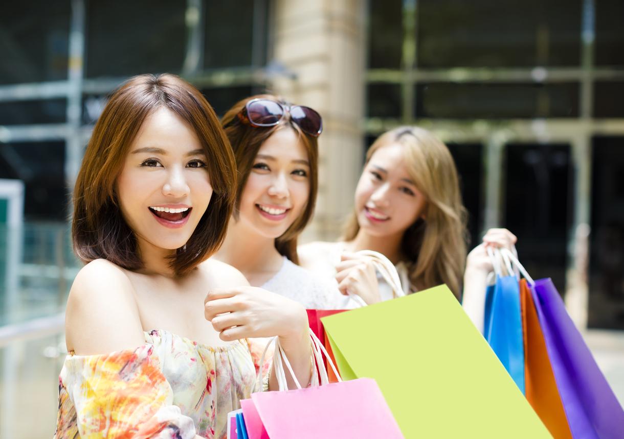 女性ショッピング